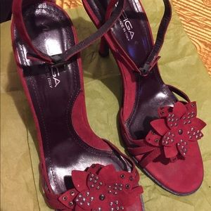Merlo suede shoeswith beaded embelliment